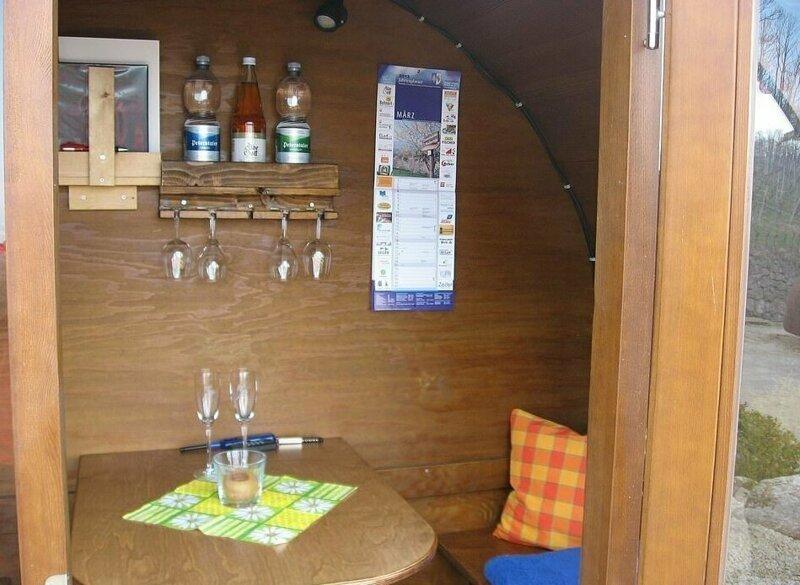 Немецкий отель, постояльцы которого живут в винных бочках                      Интересное