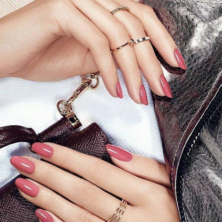 Золотые руки: модель зарабатывает 400 000 рублей в день за фото своих кистей                      Интересное