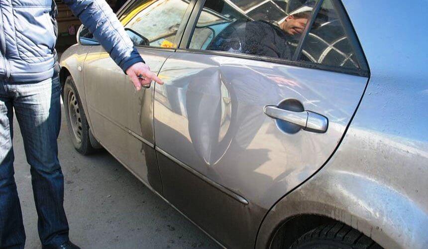 Сосед увидел вмятину на моей машине и подсказал, как избавиться от нее за несколько минут и совершенно бесплатно