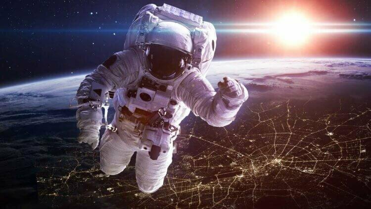 Какую зарплату получают космонавты России и США?                      Интересное