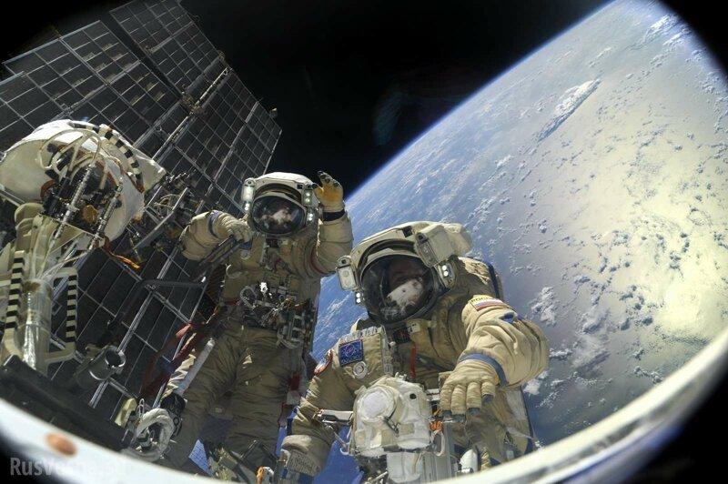В Роскосмосе назвали размер зарплаты космонавтов                      Интересное