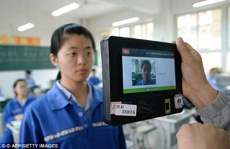 Китайские дороги начали патрулировать роботы-полицейские-10 фото + 1 видео-