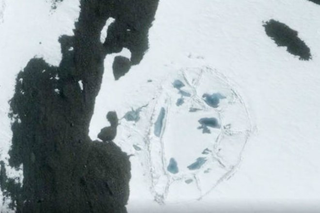 Пирамида в Антарктиде подо льдом