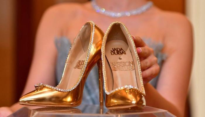 Ремень по стоимости иномарки и туфли из золота: самая дорогая одежда в мире