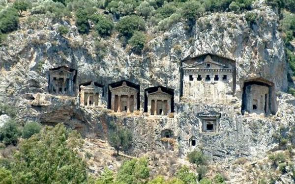 Удивительные памятники архитектуры, высеченные в скалах