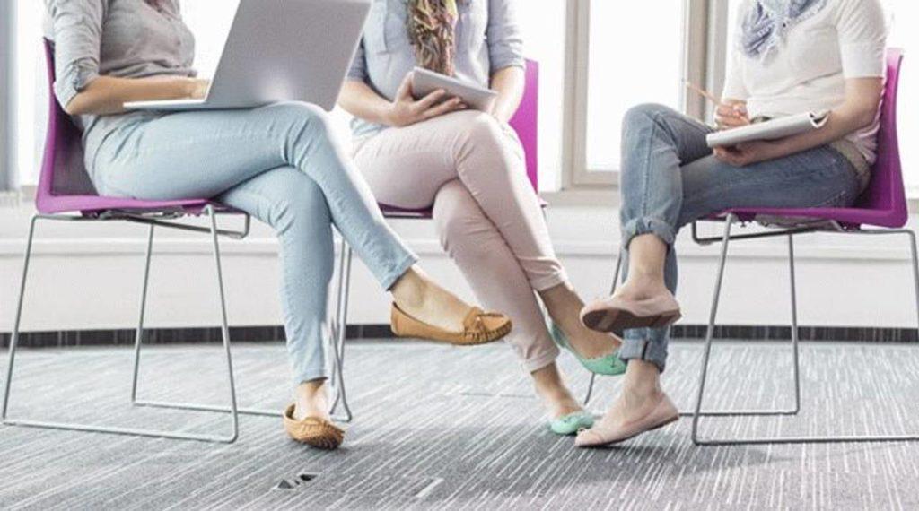 Почему женщины не должны сидеть, скрестив ноги: правда и мифы