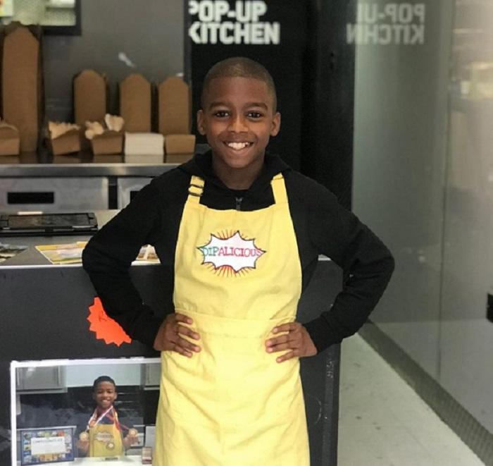Чтобы помогать маме, мальчик научился готовить. Теперь он самый молодой веганский шеф-повар