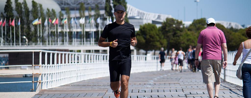 Арендовать велосипед, много гулять, заниматься в номере: как оставаться в форме и тренироваться во время путешествия
