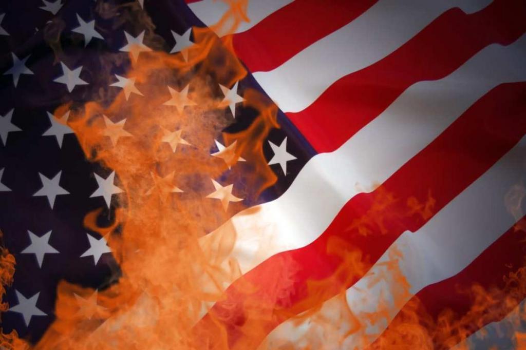 Сжигать или не сжигать: законы разных стран за неуважительное отношение к национальным флагам Интересное