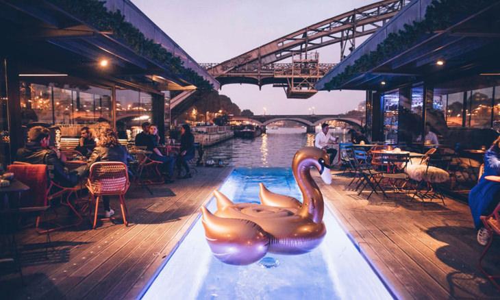 Подводная стеклянная комната, роскошный катамаран или ночь на яхте: самые крутые плавучие отели в мире Интересное