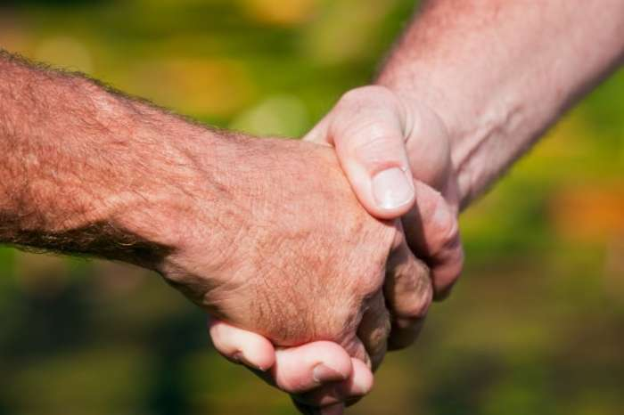 История традиции мужского рукопожатия