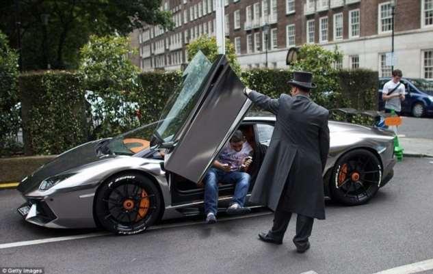 Деньги тут не решают: кому не позволят купить суперкар  Интересное