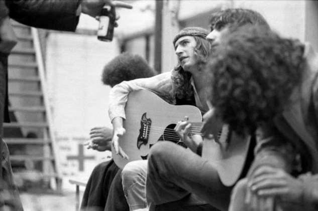 Хостелы Амстердама: черно-белые портреты нидерландской молодежи в 1970-х (18 фото) несколько, 19751976, работавших, алкогольные, напитки, оставил, прежнюю, работу, навещал, друзей, хостелах, продукты, сделал, чернобелых, снимков, изображающих, поколение, туристов», рассказал, автор