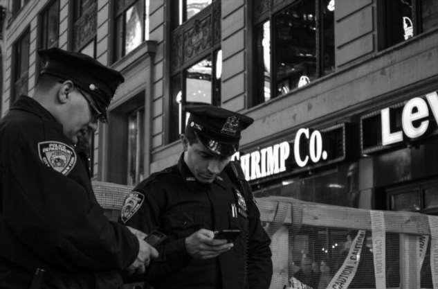 Полицейские ведут себя как боги, задолбало