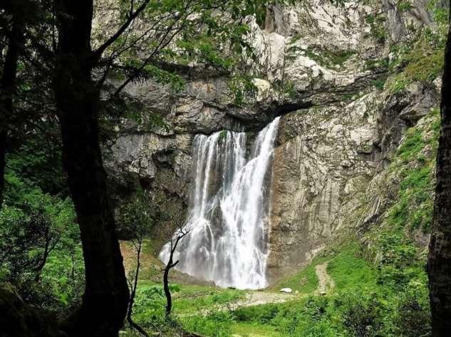 Какой водопад в Абхазии превышаем норму радиации в 9 раз?