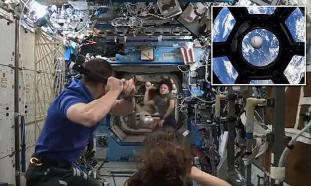 Астронавты НАСА освоили бейсбол в невесомости