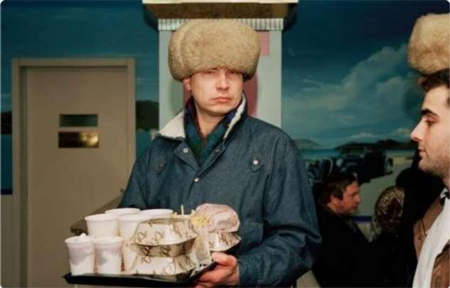 Как в СССР открыли первый McDonald's: люди не понимали, что едят и почему им улыбаются  Интересное