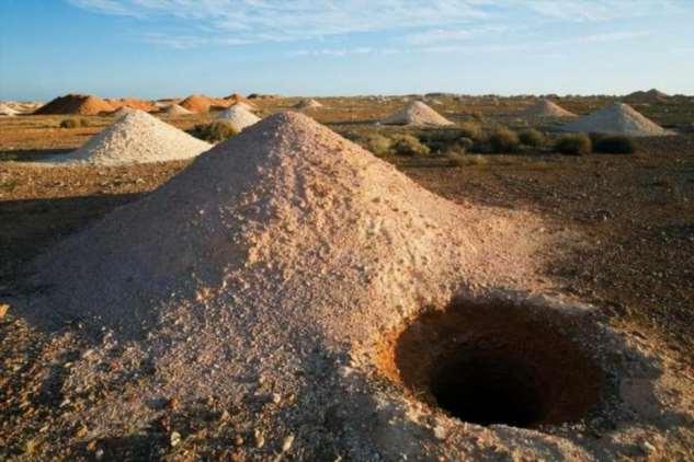 В таких дырах, оказывается, живут свыше 3000 людей