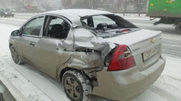Chevrolet влетел в эвакуатор на Объездной в Екатеринбурге