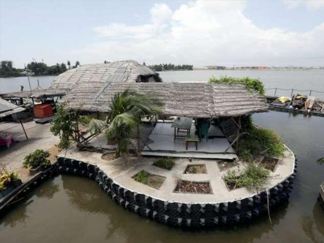 Плавучий остров из 700 000 пластиковых бутылок туризм и отдых