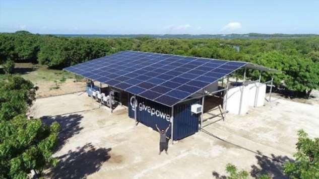 Кения построила первую солнечную электростанцию, которая превращает океанскую воду в питьевую Интересное