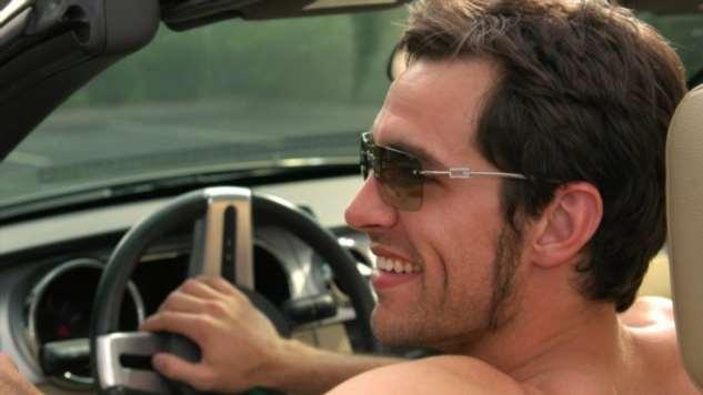 Можно ли ездить за рулем автомобиля с голым торсом и босиком Интересное