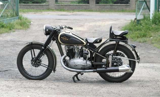 Мотоцикл-старичок Иж-49  Интересное