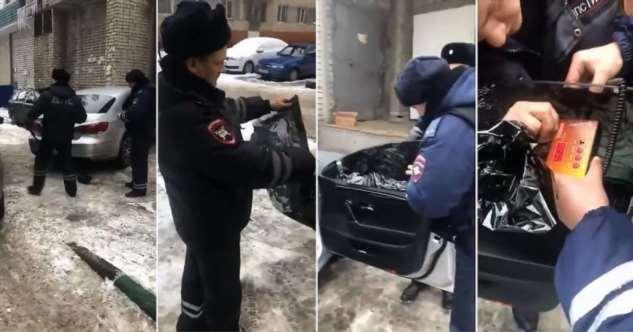 Инспектора ГИБДД приклеил обратно оторванную водителем тонировку и сделал замеры