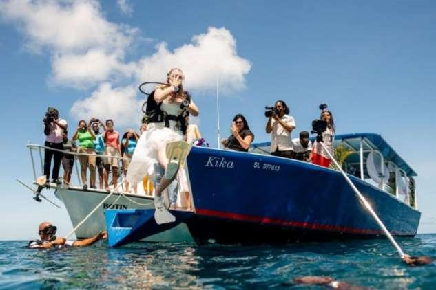 Свадебная церемония на глубине 10 метров Интересное