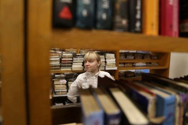 Продавщица книжного рассказала о работе и посетителях магазина, и мы читали взахлеб ее откровения