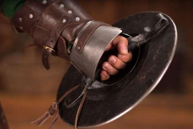 Рыцарский баклер: почему кулачный щит считался универсальной защитой в Средневековье Интересное