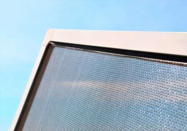 Нужно ли снимать москитную сетку с окна в зимний период или можно оставить как есть Интересное