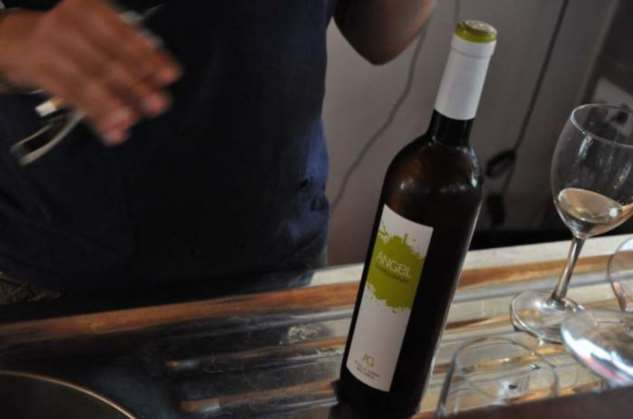 Как открыть вино, если под рукой нет штопора Интересное