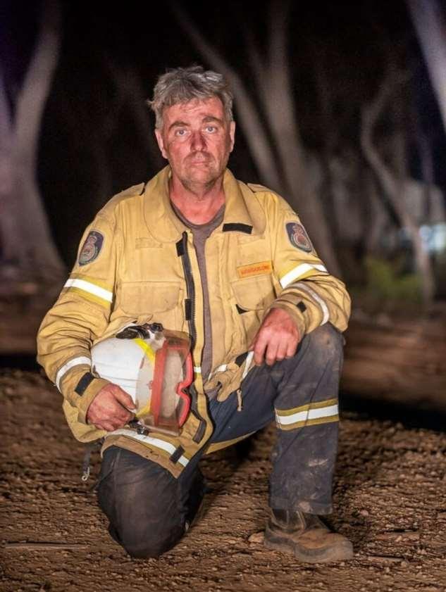 Что происходит в Австралии и кто прямо сейчас спасает от огня людей и животных которые, пострадавших, после, пожаров, коалу, Австралии, людям, Жители, пожарных, Виктория, прямо, животных, всего, огнем, пожары, который, пожарами, обнимает, борется, штате