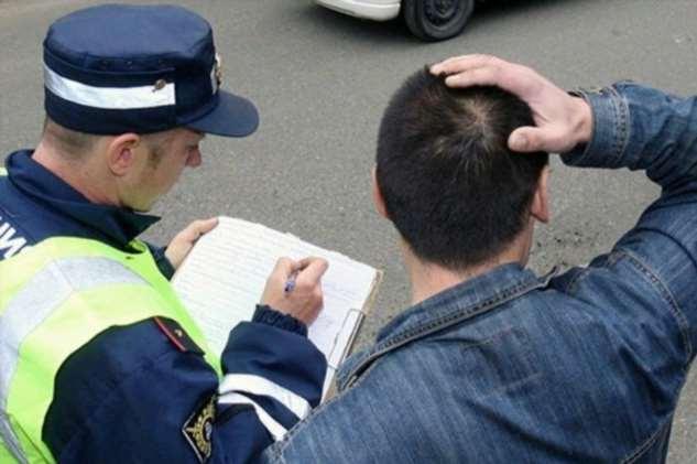 Должен ли водитель идти за инспектором в машину ДПС?  Интересное