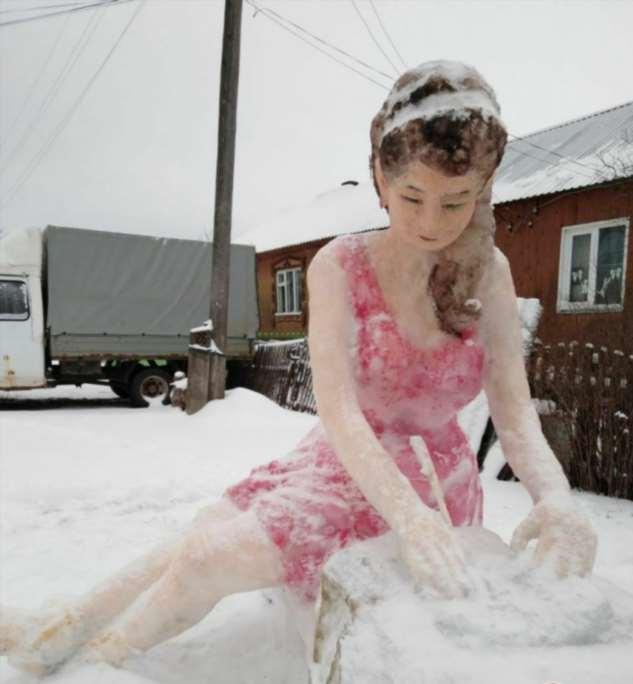 В Кирове слепили самого горячего снеговика в России юмор