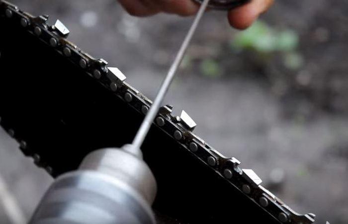 Как быстро сделать простое приспособление для заточки цепи пилы