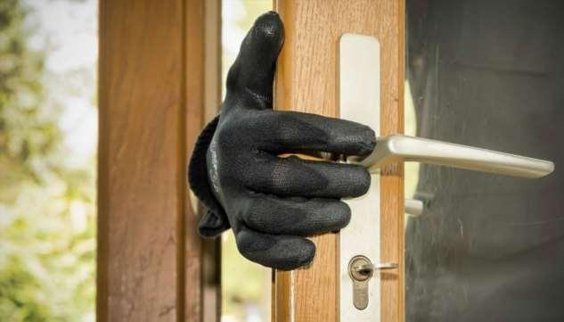 Как оградить свой дом от ограбления: 7 проверенных советов