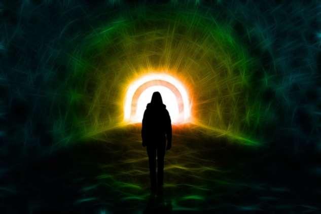 Пережившие клиническую смерть рассказали, что увидели в конце туннеля Интересное