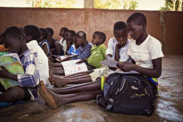 Как живет 15-летняя девушка из мозамбикской деревни, где чистая вода и возможность посещать школу — единственные блага цивилизации  Интересное