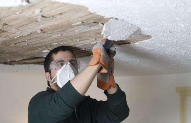 Как удалить побелку с потолка подручными средствами и не расчихаться от пыли Интересное