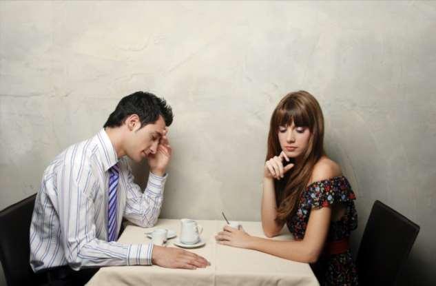 Глупые поступки, которые каждая девушка совершает на первом свидании