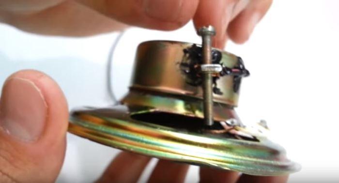 Как смастерить сирену из динамика без использования транзисторов Интересное