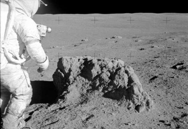 Чем опасна лунная пыль  Интересное