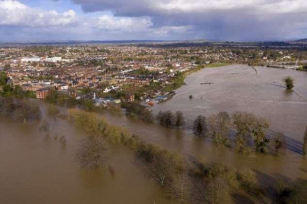 Наводнения в Великобритании после урагана Деннис Великобритании, после, урагана, сказал, настоящее, солнечными, вторник, принесет, кратковременную, отсрочку, плохой, погоды, большей, части, «Поскольку, периодами, Марко, земля, залита, водой