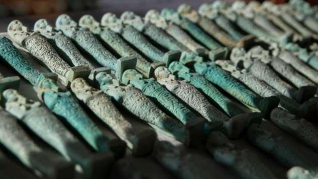 Новая находка в Египте саркофагов, также, каменных, Египта, обнаружили, мумифицированных, статуэток, сделаны, сообщает, агентство, времени, помещались, кобруАрхеологи, существо, крылатую, Global, тысячи, ушебтиФото, PressИсторики, считают
