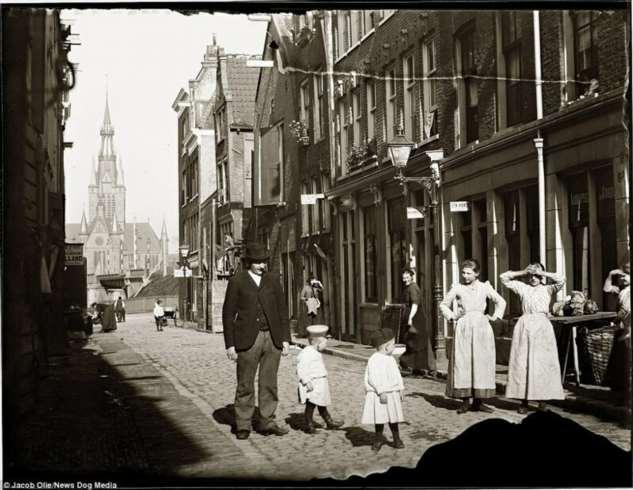 Самая древняя профессия в самом свободном городе: история квартала красных фонарей в Амстердаме  Интересное