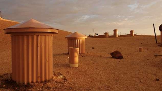 Люди построили подземный город и живут в нем уже несколько десятилетий (11 фото) КуберПеди, самых, город, несколько, Австралии, около, Южная, пустынных, Здесь, городе, местного, жителей, весьма, домов, Австралия, города, штата, землей, вокруг, Многочисленные
