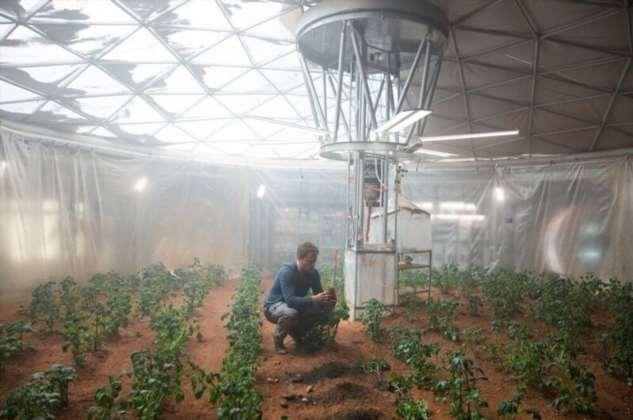 Чему «Марсианин» мог бы научиться у «Изгоя»?  Интересное