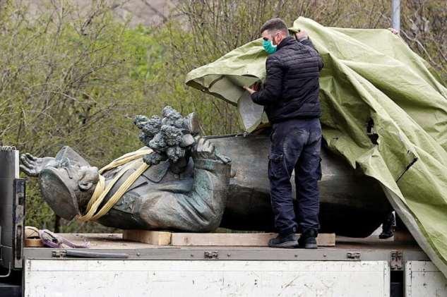 Следственный комитет возбудил уголовное дело из-за сноса памятника маршалу Коневу в Праге  Интересное